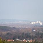 Widok z wieży, w oddali widoczna wieża na Dziewiczej Górze