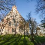 Stary kościół i dzwonnicą