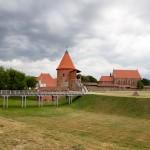 Zamek Kowieński – pierwsza twierdza murowana został wzniesiona pod koniec XIII wieku. Obecne mury to pozostałości drugiego zamku, który z trudem przetrwał kolejne potyczki z Krzyżakami