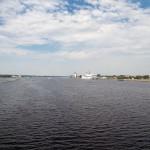 Jesteśmy na moście – widok na Dźwinę i prawobrzeżną część Rygi