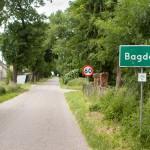 Bagdad. W parku neogotycki dwór. Bagdad leży na turystycznym szlaku rowerowym Eurorouth-R1, wiodącym z francuskiego Calais do rosyjskiego Kaliningradu.