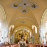 Glesno. Wnętrze zabytkowego kościoła neobarokowego