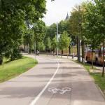 Wzdłuż kanału droga rowerowa