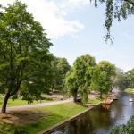 Park Wzgórze Bastionowe. Park rozciąga się wokół Kanału Miejskiego a ostateczny wygląd nadał mu Georg Kuphaldt