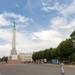 Jednym z symboli Rygi, a także i całej Łotwy, jest monumentalny Pomnik Wolności, symbolizujący zjednoczenie się trzech krain historycznych – Kurlandii, Liwonii i Łatgalii