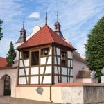 Wysoka – późnobarokowy kościół parafialny pw. Najświętszej Maryi Panny Różańcowej (konsekrowany w 1729 r.), który jest pozostałością poaugustowskiego zespołu klasztornego. Szachulcowa dzwonnica