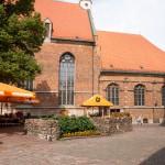 Kościół św. Jana – legenda głosi, że w mury żywcem zamurowano dwóch mnichów aby zapewnić wieczne trwanie świątyni