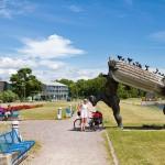 Przy promenadzie pomnik giganta Suur Tõll z żoną Piret (postać z mitologii estońskiej)