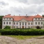 Siedlec. W parku barokowo-klasycystyczny pałac z ok. 1770-75