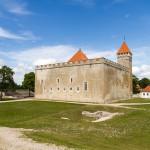 Zbudowana w XIII wieku twierdza jest najlepiej zachowaną w Estonii, – jej wygląd nie zmienił się od średniowiecza