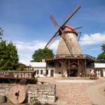 """Wybudowany w 1899 roku wiatrak typu """"holender""""- obecnie mieści się w nim restauracja serwująca tradycyjna estońska kuchnię"""