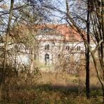 Sierniki. Klasycystyczny zespół pałacowo-parkowy. Pałac z 1786-89, godny uwagi niestety niedostępny.