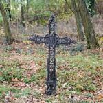Krzyż na cmentarzu