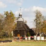 Długa Goślina. Drewniany kościół św. Marii Magdaleny z I poł. XVII w kryty gontami