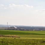 Ściąłem sobie drogę przez las. Z drogi do Starczanowa widoki na Poznań. Widać wieżę na Dziewiczej Górze, komin elektrociepłowni Karolin i os. Warszawskie