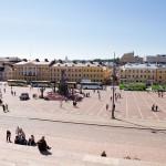 Plac otaczają neoklasycystyczne kamienice