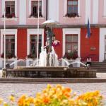 Nieoficjalny symbol miasta – fontanna z figurą całujących się studentów