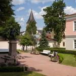 Wzgórze katedralne jest obecnie parkiem wypoczynkowym. Znajduje się tu kilka rzeźb ważnych osobistości z dziedziny kultury i nauki, związanych z Tartu