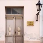 Ciekawe zdobienia wejściowych drzwi