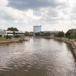 """Rrzeka Emajõgi przepływa przez Tartu i wpada do jeziora Pejpus. Nazwa Emajõgi oznacza w jęz. estońskim """"Rzeka-matka"""". Jest drugą co do przepływu rzeką w kraju i jedyną w pełni żeglowną"""