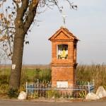 Wieszczyczyn, kapliczka Matki Boskiej Różańcowej postawiona po wojnie w 1945r