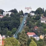 Kolejka podwieszana należy do systemu komunikacji miejskiej. To najstarsza kolej podwieszana na świecie