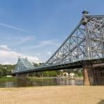 Jeden z symboli Drezna most Loschwitzer na Elbie, zwany potocznie Blaues Wunder – Niebieski Cud