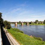 Pirna most na Łabie łączący dwie części miasta. Wzdłuż Łaby prowadzi droga rowerowa Elberadweg