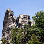 Pionowe ściany wierzchołków skalnych świetnie nadają się do wspinaczek