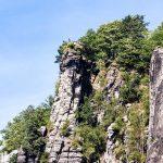Na szczytach znajdują się liczne punkty widokowe