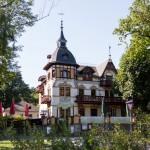 Dom zdrojowy – obecnie hotel i restauracja. Wybudowany w 1892 roku. Od 1991 roku w rejestrze zabytków Drezna