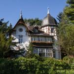 """Okazała willa 'Villa mit Einfriedung""""  przy Kleinzschachwitzer Ufer (również w rejestrze zabytków) z 1892 r"""
