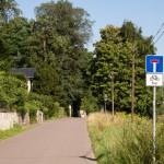 Jak widać czasami szlak rowerowy ElbeWeg prowadzi przez drogi dojazdowe itp