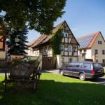 Kaditz. Wiejski charakter tej drezdeńskiej dzielnicy podkreśla wiele eksponatów. Tu drewniany  wóz, pełniący obecnie rolę kwietnika