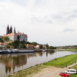 Miśnia. Nad miastem góruje katedra Świętych Jana i Donata (niem. Dom zu Meißen). Wraz z zamkiem Albrechta (Albrechtsburg) i zabudową dawnej kapituły katedralnej stanowi zespół zabytkowy wzgórza katedralnego, które tworzy malowniczą dominantę miasta