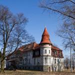 Karczewo. Pałac z 1805-11 ze stożkową wieżą