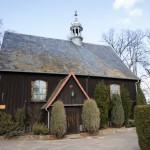 Wielichowo. Kaplica cmentarna z 1793. Na cmentarzu pomnik i kwatera powstańców wlkp