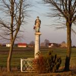 Przy drodze do Wilanowa kapliczki z figurami św. Floriana i Wawrzyńca z poł. XIX w