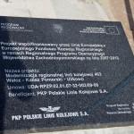Tablica projektu na dworcu w Kaliszu Pomorskim