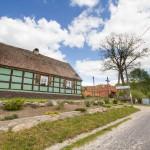 We wsi kilka starych poniemieckich domów