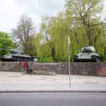 Pomnik z czołgami upamiętnia żołnierzy radzieckich