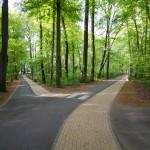 Przez park przechodzi kilka szlaków turystycznych, rowerowych, pieszych i kajakowy