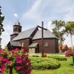 Mórka. Drewniany kościół z końca XVI, w późniejszym czasie rozbudowany o zakrystię i wieżę