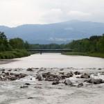 Widok z mostku rowerowego na rzekę Bregenzer Ach