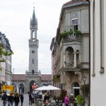 Główny budynek dworca – został wybudowany 1863 w stylu neogotyckim i renesansowym. Za przykład posłużył pałac Vecchio z Florencji