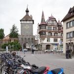 Jedna z trzech zachowanych średniowiecznych bram Schnetztor – nazwa pochodzi najprawdopodobniej z języka średnio-wysoko-niemieckiego, co można przetłumaczyć jako wieżę szczupaka.
