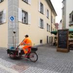 Służby oczyszczania miasta na rowerze