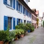 Wąskie, pełne uroku uliczki w dzielnicy Niederburg
