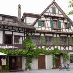 """Gottlieben – Hotel/Restaurants """"Drachenburg und Waaghaus. Kompleks historycznych budynków stanowi siedzibę hotelu i restuaracji Zamek Smoka i Waga. Biznes od czterech pokoleń jest w rękach jednej rodziny"""