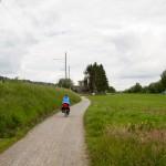 Triboltingen – Wygodna szeroka, szutrówka wzdłuż Jeziornej Linii Kolejowej (Seelinie) ciągnącej się z Schaffhausen przez Stein am Rhein, Steckborn, Kreuzlingen i Romanshorn do Rorschach. W tle schron z czasów II wojny światowej.
